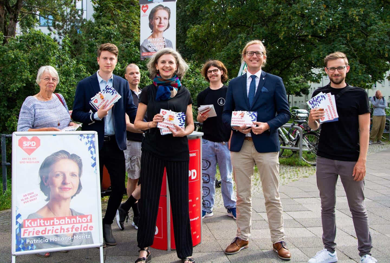 Von links nach rechts im Vordergrund Jutta Feige Marlon Bünck Patricia Holland-Moritz Kevin Hönicke Kevin Einenkel